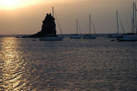 sicilia turisti per caso tramonto alle isole eolie viaggi vacanze e turismo