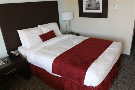 The Bed by File Umass Hotel Bed Jpg Wikimedia Commons