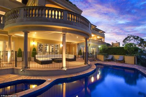 One Car Garages by Sydney Mansion Mandalay Sells For Record Price Of