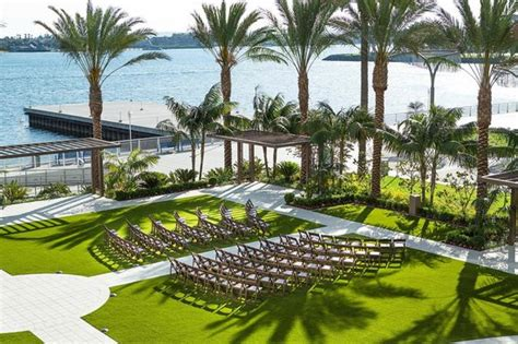 outdoor event space the promenade plaza outdoor event space wedding set up