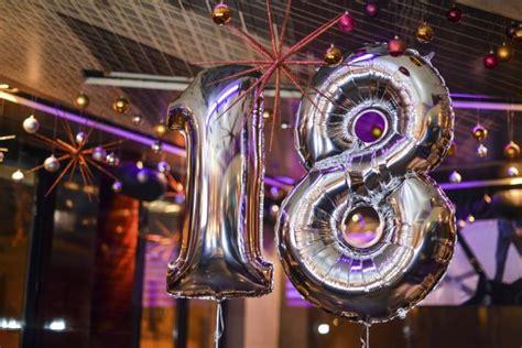 Ee  Birthday Ee   Theme  Ee  Ideas Ee   For An  Ee  Th Ee    Ee  Birthday Ee    Ee  Party Ee   Lovetoknow