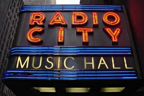 house music radio station nyc radio city music hall rockefeller center manhattan new york nyc november 2005