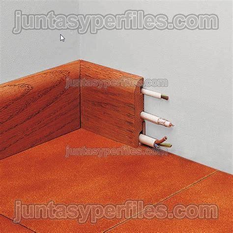 zocalo y rodapie rodapi 233 de madera natural pasacables para novorodapie madera