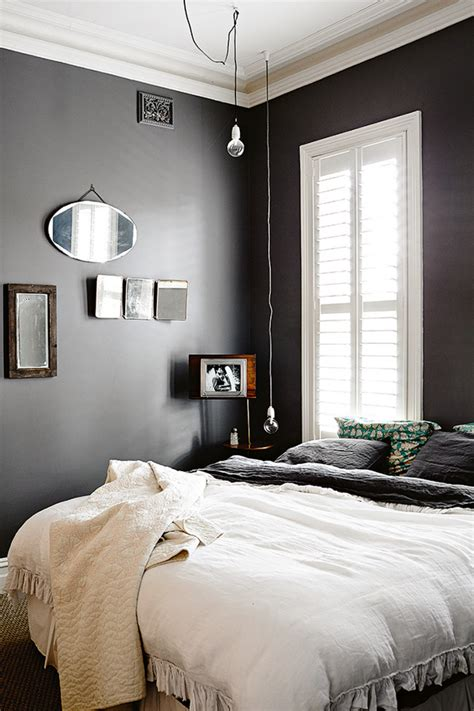 rural home  black  white bedroom home decorating