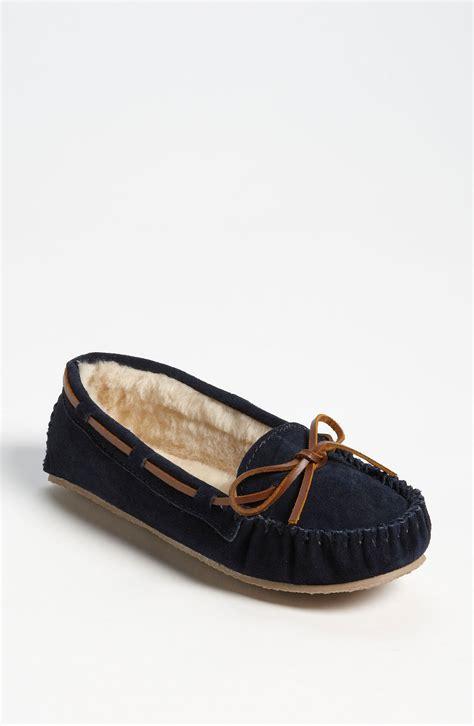 minnetonka cally slipper sale minnetonka cally slipper in blue navy suede lyst