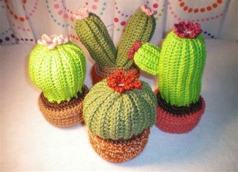 Bantal Kaktus Hijau bikin ruangan kamu makin cantik dengan kaktus spesial ini