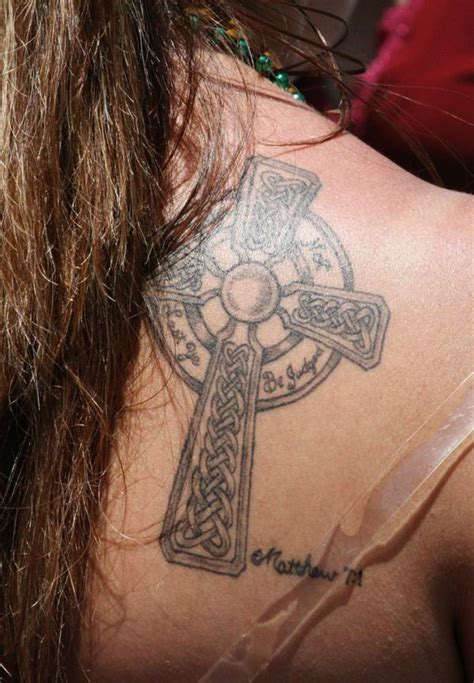 choosing a tattoo design the advantages of choosing cross designs for