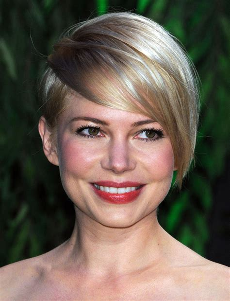 growing my hair after a asymetrical cut 5 tricks to growing out a pixie cut