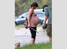 Milla Jovovich proudly displays her burgeoning bump on ... 18 Weeks And No Baby Bump