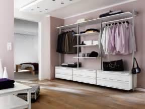 systeme begehbarer kleiderschrank 1000 ideen zu regalsysteme kleiderschrank auf