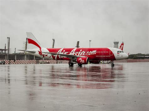 airasia flight from perth to bali plummets 20 000 feet cnn airasia staff accused of screaming as flight plummets