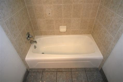 Cost To Reglaze Bathtub by Bathroom Bathtub Reglazing Cost Wall Ceramic Bathtub