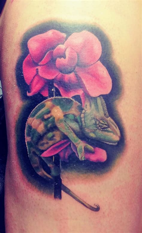 knucklehead tattoo chameleon done by josh hartsfield at knucklehead in
