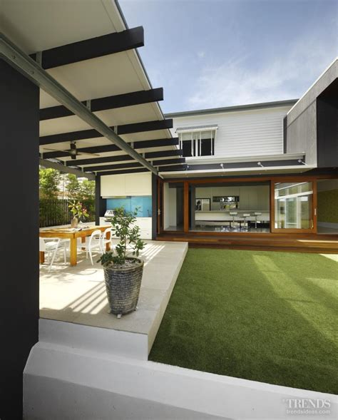 old modern modern queenslander house