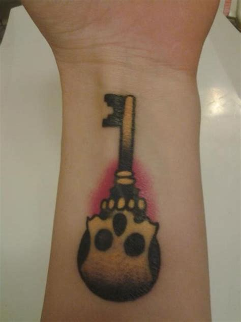 77 fantastic wrist key tattoos design