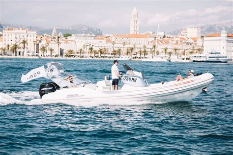 uber boat app uber has just launched it s first regular speedboat service