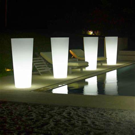 Attrayant Eclairage De Piscine Exterieur #8: Eclairage-piscine-Pot-lumineux-jardiniere.jpg
