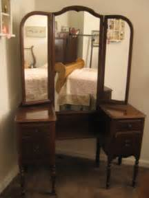 Antique Vanities For Bedrooms A Comfy Place Of My Own Antique Vanity Redo