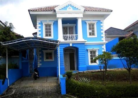 kombinasi desain warna cat dinding biru  indah  rumah