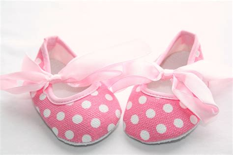 Crib Shoes by Newborn Baby Crib Shoes In Pink With White Polka Dots And