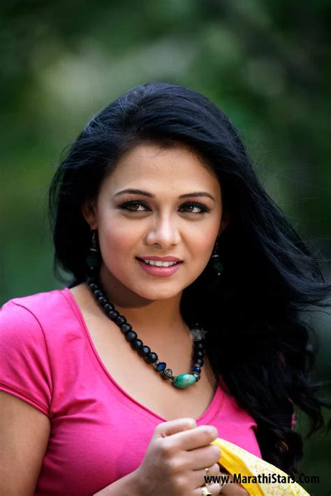 biography marathi movie prarthana behere marathi actress photos biography