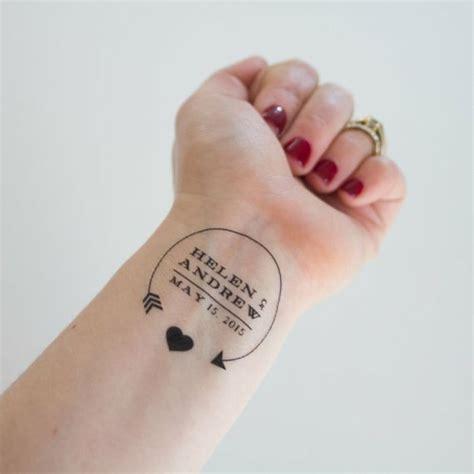 kleine tattoo ideen die hochzeit auf der hand t 228 towieren