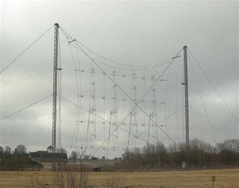 file curtain antenna at hoerby shortwave station jpg wikimedia commons