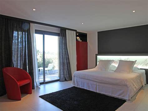 Superbe Chambre Blanche Et Rouge #1: 1716265-chambre-design-a-la-deco-rouge-et-noire.jpg