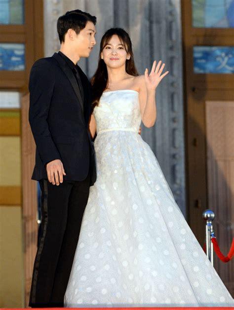 Wedding Song Hye Kyo by Song Joong Ki And Song Hye Kyo Together At Baek Sang Arts