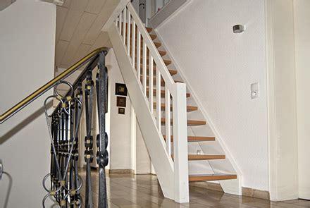 geländerpfosten weiss design treppe