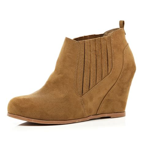 river island light brown elasticated gusset wedge boots in
