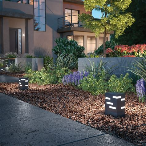 4 landscape lighting updates that go a way