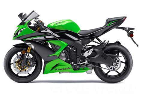 Kawasaki Or Suzuki Kawasaki Zx6r Vs Suzuki Gsxr600 Bike War