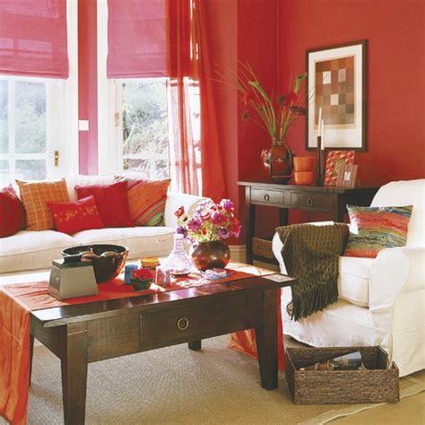 red and purple living room cum să decorezi cu nuanţe de roşu purpuriu sau roz casă