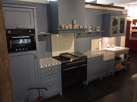 landelijke keukens met fornuis showroomkeukens alle showroomkeuken aanbiedingen uit