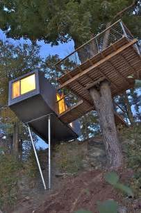 Treehouse Architecture - tiny tree house in new york