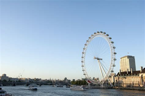 thames river cruise last minute thames cruise sightseeing river red rover ticket for two