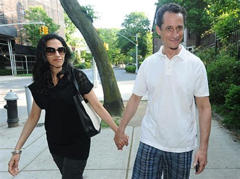 anthony weiner wife anthony weiner s wife huma is pregnant ny daily news