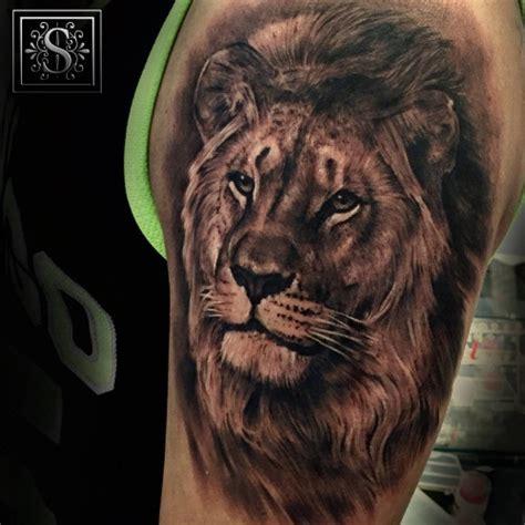 tattoos imagenes leones tatuaje de un le 243 n en estilo blanco y negro realista