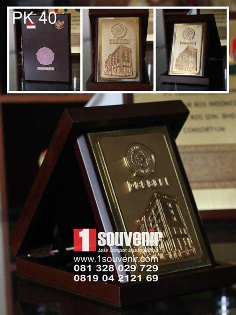 Kios Plakat Trophy Medali Samir Pin Acrylik Kayu Fiber Glass 1souvenir plakat kayu