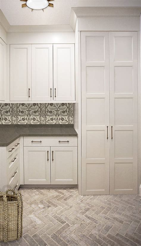 laundry room floor cabinets best 25 laundry room cabinets ideas on