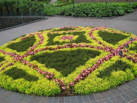 Garden: excellent flower bed design Flower Bed Designs For