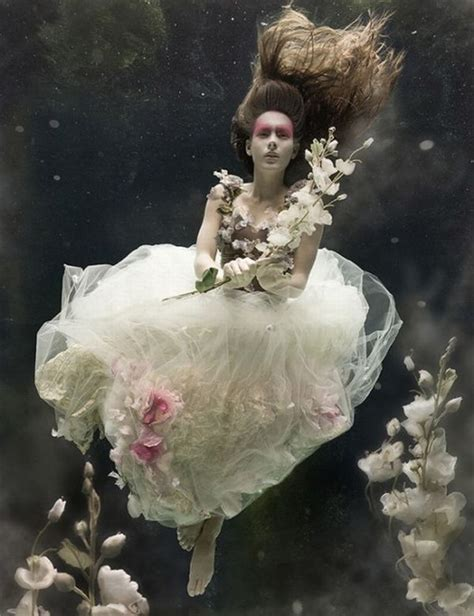 creative photography people underwater