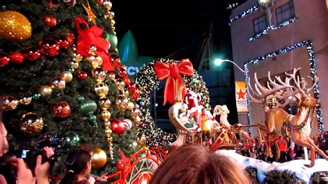 universal studios light santa claus lights the tree at universal studios