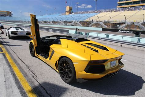 lamborghini aventador yellow price