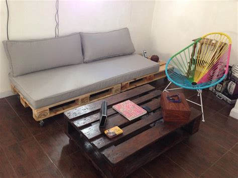 pallet couch diy pallet couch build an easy daybed sofa diy and crafts