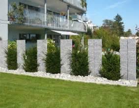 gartengestaltung mit granitsteinen granit stehlen xl jpg 900 215 700 pixels gartenabtrennung