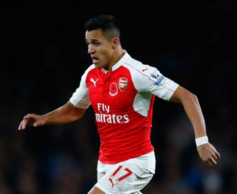 alexis sanchez kit number alexis sanchez arsenal fans react to new no 7 on twitter