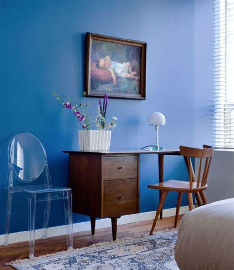 benjamin moore blues for a bedroom chambre couleur peinture bleu en contraste bureau acajou
