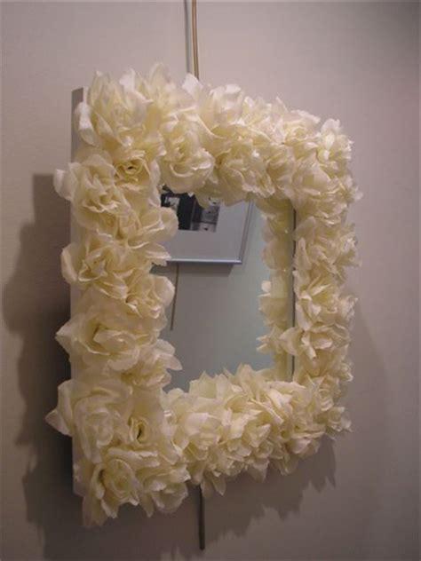 decorar espejos con flores cuadro decorado con flores floraqueen
